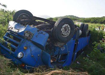 Camión accidentado en Placetas, en el centro de Cuba, el domingo 28 de julio de 2019. Foto: Carlos Rodríguez / Vanguardia / Archivo.