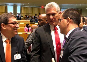 El presidente de Cuba, Miguel Díaz-Canel (c) y el canciller cubano, Bruno Rodríguez (i), junto al canciller de Venezuela, Jorge Arreaza, en la sede la ONU, en Nueva York. Foto: Cancillería Venezuela/ Twitter / Archivo.