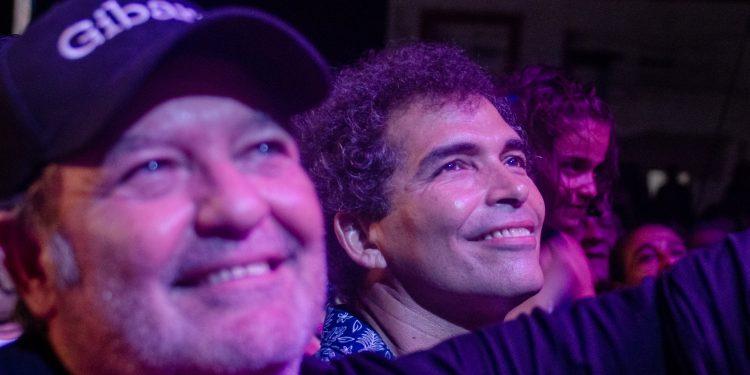 Los actores cubanos Jorge Perugorría y Vladimir Cruz, durante un concierto en el Festival Internacional de Gibara. Foto: Kaloian / Archivo.