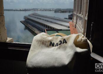 Vista de la terminal de cruceros de La Habana desde una ventana. Foto: Ángel Marqués Dolz.