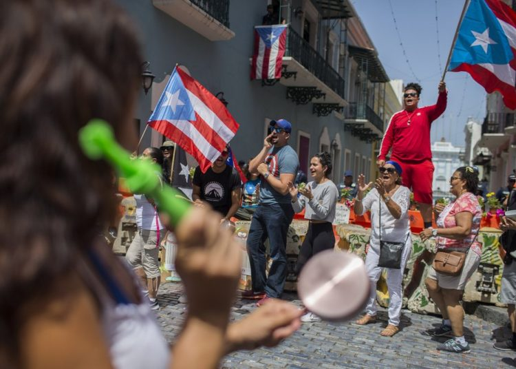 Protestas populares en San Juan de Puerto Rico. Foto: Dennis M. Rivera Pichardo/AP.