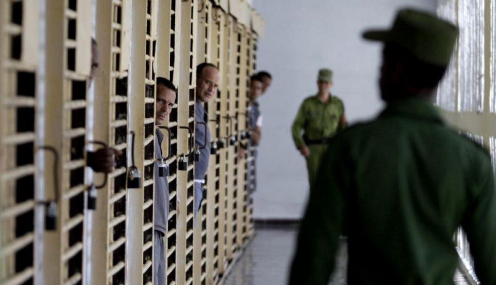 Presos en Cuba. Foto: AP / Archivo.