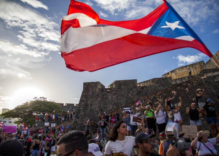 Manifestantes protestan contra el gobernador Ricardo Rosselló, en San Juan, Puerto Rico, el miércoles 17 de julio de 2019.  Foto: Dennis M. Rivera Pichardo/ AP.
