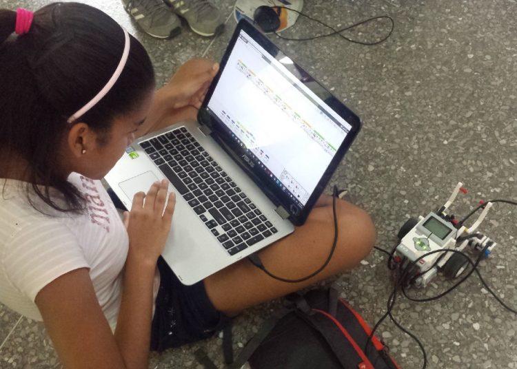 El Grupo de Robótica y Mecatrónica de la Cujae ofrecerá talleres colaterales a la muestra, junto a niños y adolescentes.