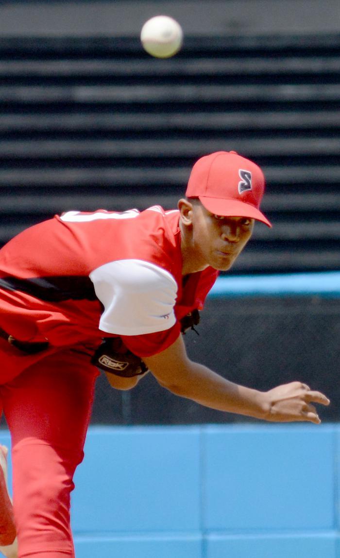 Norge Carlos Vera, uno de los mejores talentos del pitcheo cubano, abandonó el equipo nacional en New Jersey. Foto: Ricardo López Hevia/Granma