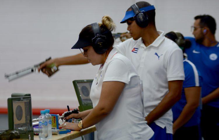 Los tiradores cubanos Laina Pérez y Jorge Grau, clasificados para los Juegos de Tokio. Foto: Ricardo López Hevia / Archivo.