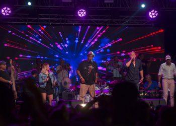 Los Van Van durante su presentación en el Festival Varadero Josone: Rumba, Jazz y Son en Varadero, Cuba, el viernes 23 de agosto de 2019. Foto: Ismael Francisco / AP.