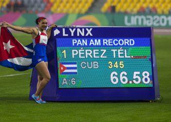 Yaimé Pérez disfruta su victoria en Lima con nuevo récord panamericano. Foto: Irene Pérez/ Cubadebate/Archivo.