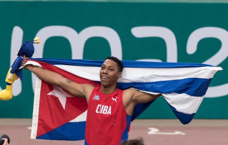 El saltador cubano Juan Miguel Echevarría tras su triunfo en los Juegos Panamericanos Lima 2019. Foto: José Tito Meriño / PL / Archivo.