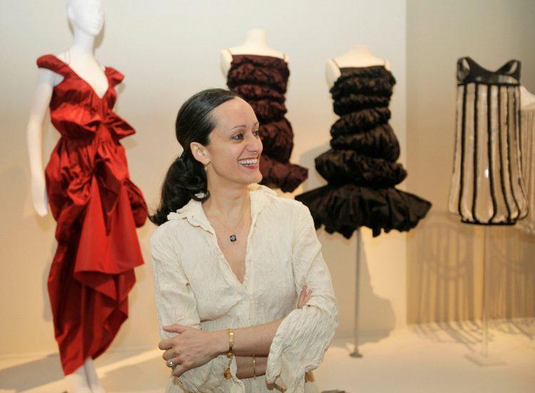 La diseñadora cubanoamericana Isabel Toledo, fallecida a los 59 años de edad en Nueva York, el 26 de agosto de 2019. Foto: Kathy Willens / AP.
