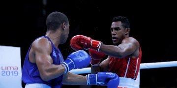 El cubano Arlen López (d) confirmó con su título en los Juegos Panamericanos Lima 2019 que va retomando el camino de la estelaridad que lo llevó a coronarse en los Juegos Olímpicos de Río de Janeiro. Foto: Christian Ugarte / EFE.