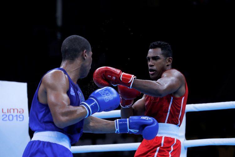 El boxeador cubano Arlen López (d), campeón olímpico de Río 2016. Foto: Christian Ugarte / EFE / Archivo.