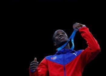 El boxeador cubano Osvel Caballero celebra su medalla de oro en los 56 kg en los Juegos Panamericanos de Lima 2019. Foto: Christian Ugarte / EFE / Archivo.