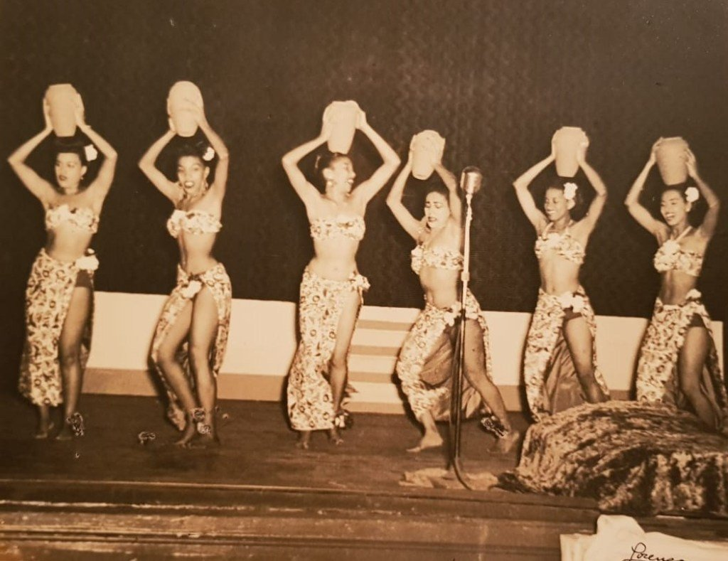 Las Mulatas de Fuego en escena. Marta es la primera de derecha a izquierda.