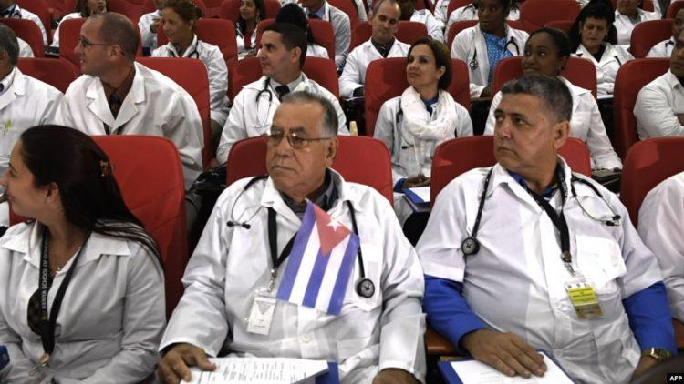 Colaboradores médicos cubanos fuera de la Isla. Foto: Archivo.