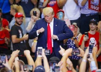 El presidente Donald Trump durante un mitin de campaña en LA U.S. Bank Arena, el jueves 1 de agosto de 2019, en Cincinnati. (Foto AP/John Minchillo)