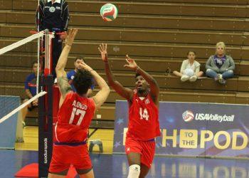 El equipo cubano de voleibol masculino en acción en la Copa de Campeones de Norceca, en Colorado Spring, Estados Unidos. Foto: Deporcuba / Facebook.