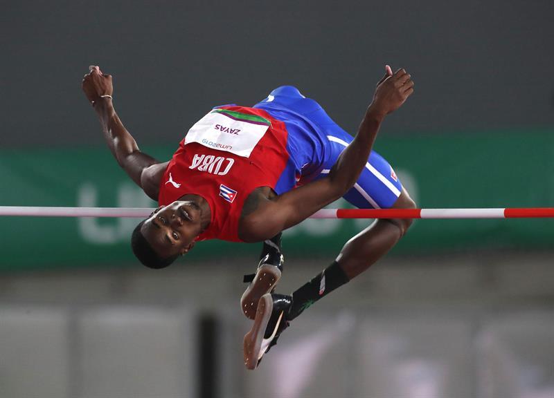Luis Zayas de Cuba consiguió una sorpresiva medalla de oro en salto de altura durante los Juegos Panamericanos Lima 2019. Foto: Orlando Barría/EFE.