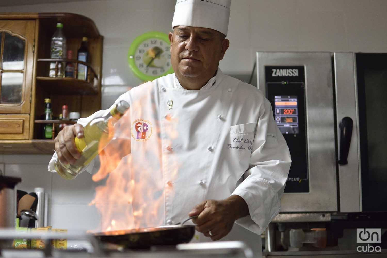 El chef Eddy Fernández en la cocina. Foto: Otmaro Rodríguez.
