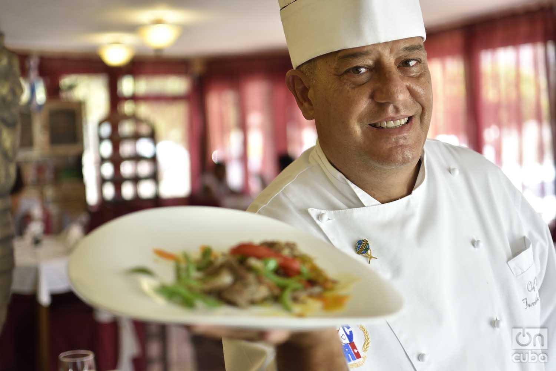 El chef Eddy Fernández considera que la cocina cubana puede atemperarse a las nuevas tendencias internacionales, sin renunciar a la tradición. Foto: Otmaro Rodríguez.