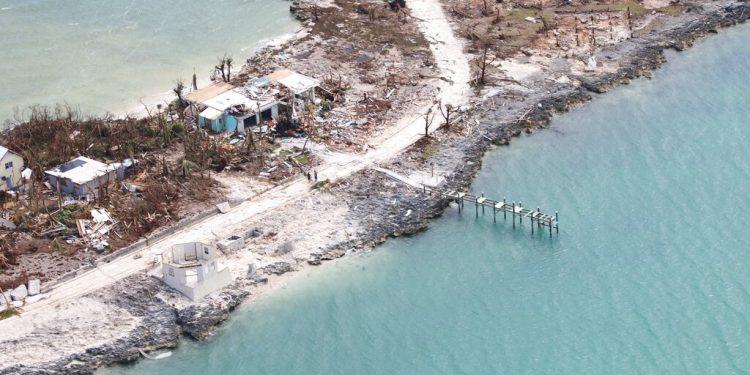 Una imagen aérea muestra la destrucción dejada por el huracán Dorian en Marsh Harbor, isla de Ábaco, Bahamas, el miércoles 4 de septiembre de 2019. (AP Foto/Gonzalo Gaudenzi)