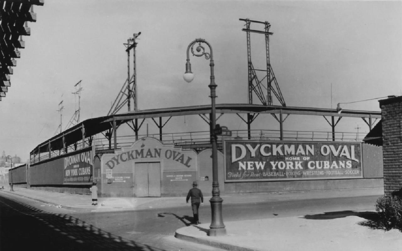 El estadio Dyckman Oval, de Nueva York, en 1937. Foto: Percy Loomis Sperr / Archivo.