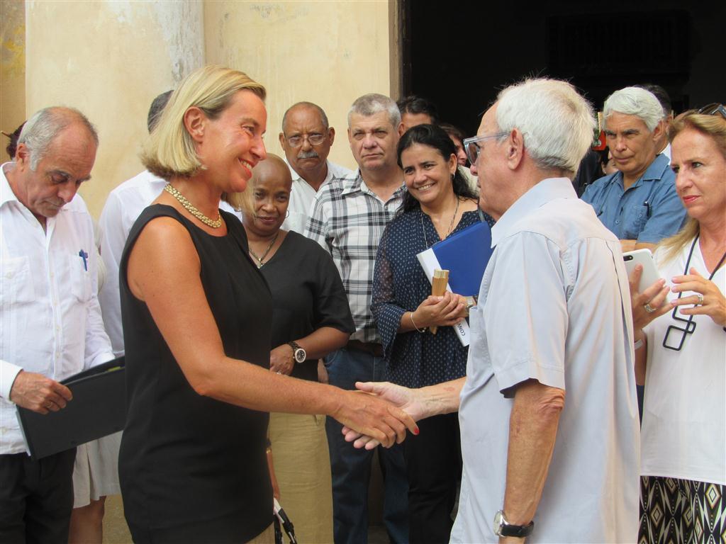 Federica Mogherini y Eusebio Leal en el Convento de Santa Clara