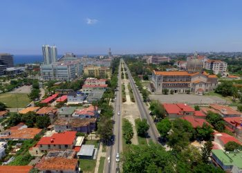 Vista aérea de la 5ta Avenida en Miramar, La Habana. Foto: Naturaleza Secreta / Archivo.