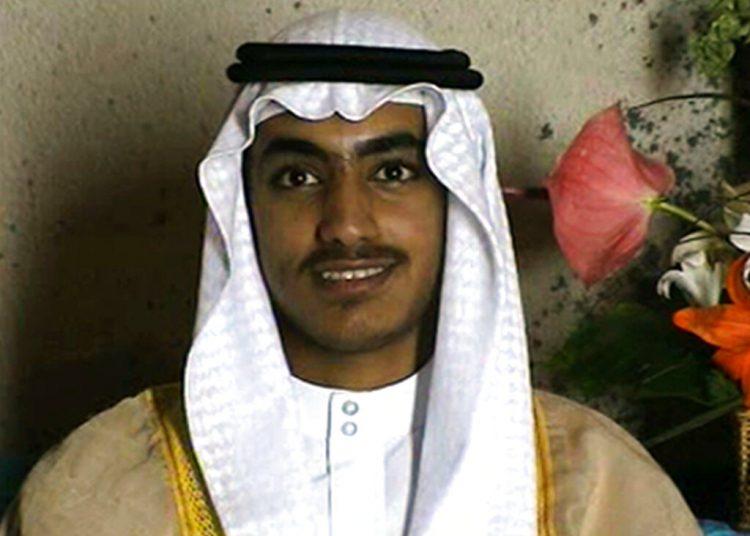En esta imagen de video distribuida por la CIA, Hamza bin Laden, hijo mayor del difunto fundador de Al Qaeda Osama bin Laden, aparece en su boda. La Casa Blanca informó el sábado 14 de septiembre de 2019 que fue abatido por un operativo antiterrorista estadounidense en la región de Afganistán-Pakistán Foto: CIA via AP / Archivo.