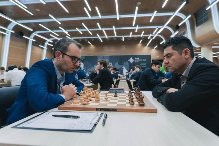 Leinier Domínguez avanzó a la segunda ronda de la Copa del Mundo tras vencer al colombiano Alder Escobar. Foto: Tomada de US Chess.