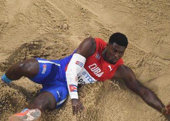 El triplista cubano Cristian Nápoles en la final del Campeonato Mundial de Atletismo en Doha, Catar, el 29 de septiembre de 2019. Foto: Matthias Hangst / Getty Images.