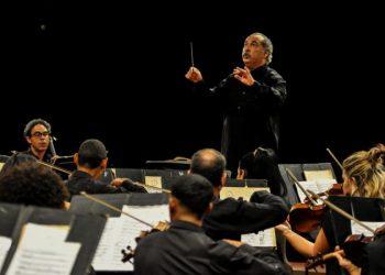 Orquesta Sinfónica Nacional de Cuba, dirigida por el maestro Enrique Pérez Mesa. Foto: ACN/Archivo.