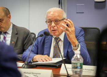 Tomás Regalado en una reunión de el buró de USAGM en Washington. Fuente: USAGM