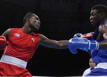 El boxeador cubano Julio César La Cruz (i), campeón olímpico y mundial. Foto: Roberto Morejón / JIT / Archivo.