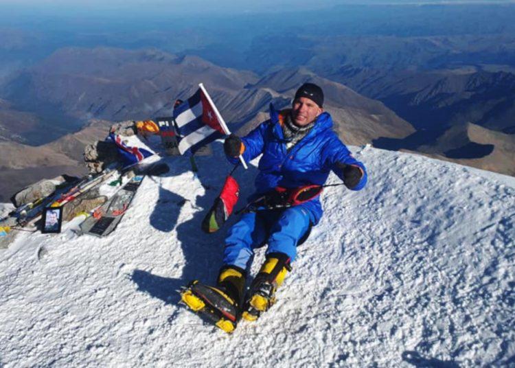 El cubano Yandy Núñez en la cima de Europa. Foto: Cortesía del entrevistado.