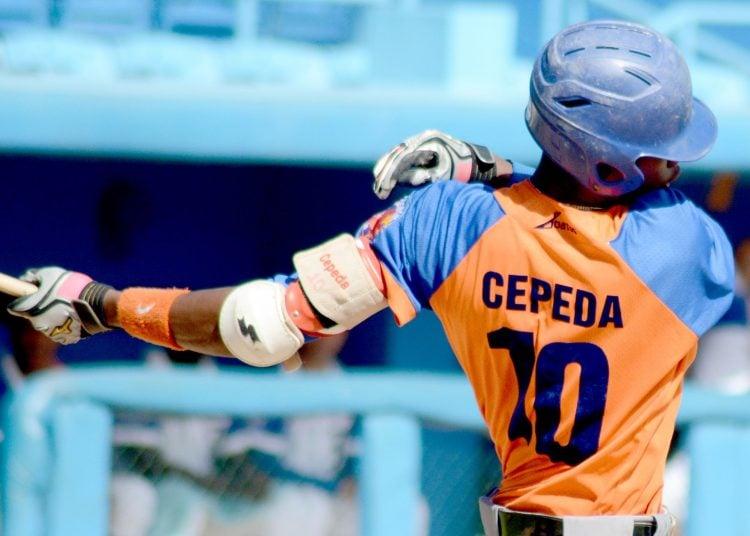 Geiser Cepeda fue sorprendido en un intento de salida ilegal del país, pero se mantiene dentro del sistema beisbolero cubano. Foto: Gabriel García.
