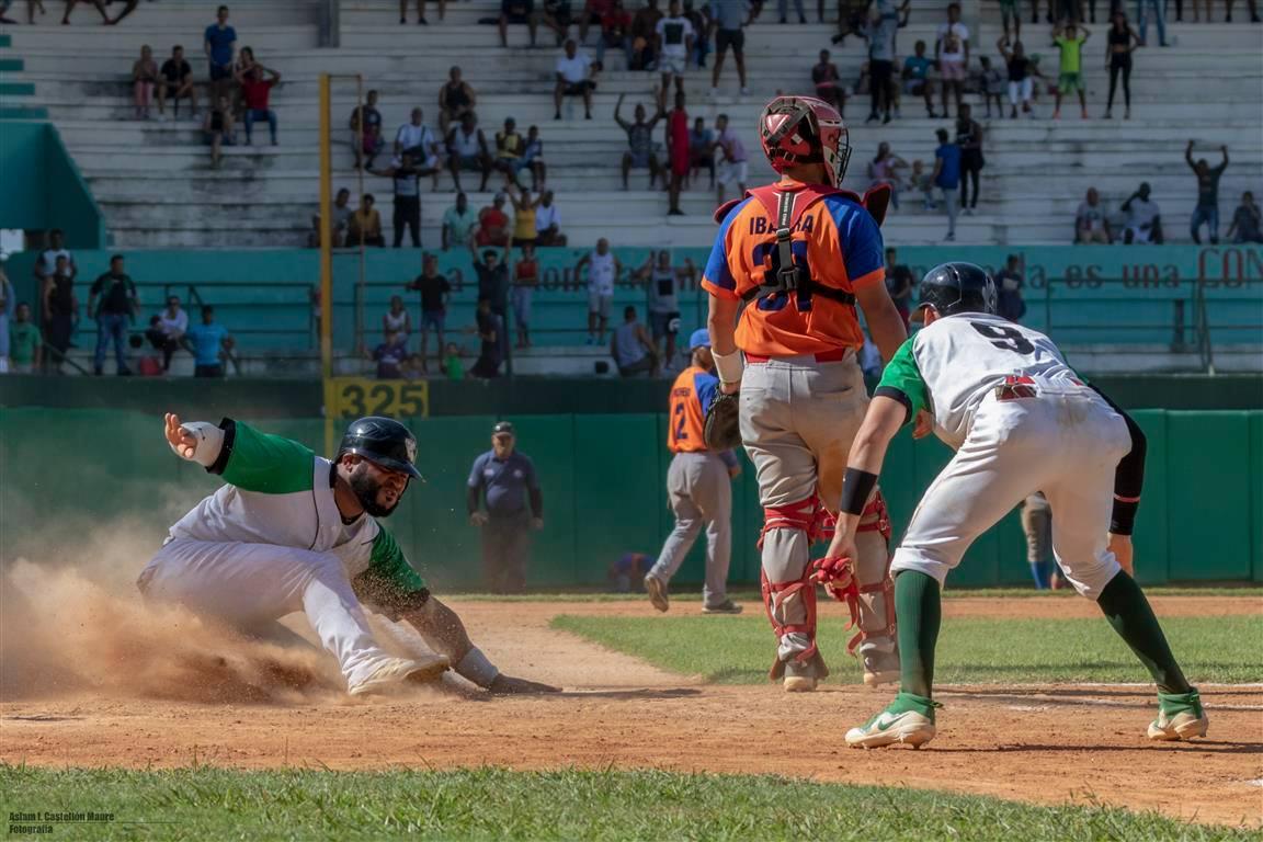 Cienfuegos (verde y blanco) ha sido muy estable durante toda la temporada y está a punto de lograr su cupo directo a la segunda etapa de la Serie 59. Foto: Aslam Castellón / Facebook.