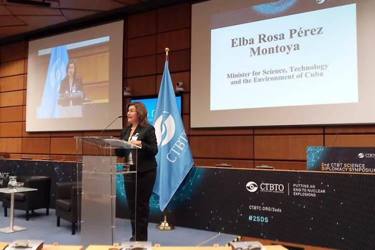 La Ministra del CITMA, Elba Rosa Pérez Montoya, durante el Taller sobre Ciencia y diplomacia científica, que sesiona en el Hotel Nacional de Cuba. Foto: ACN