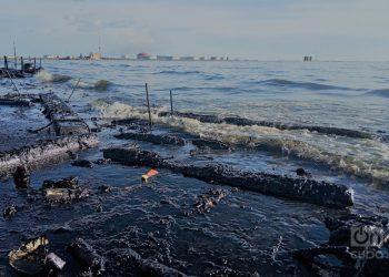 Orilla del Lago de Maracaibo en Cabimas, cuna del petróleo venezolano.