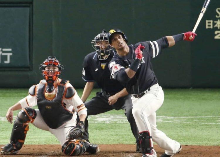 Gracial fue el héroe de los Halcones en su tercer título consecutivo en el béisbol japonés. Foto: KYODO/The Japan Times.