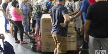 Equipos comprados en una tienda en dólares en La Habana. Foto: Otmaro Rodríguez / Archivo.