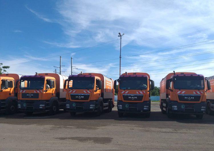 Camiones colectores de basura, parte de un lote de diez donados a La Habana por el gobierno de Viena. Foto: Agencia Cubana de Noticias