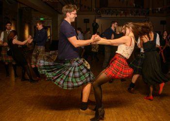 El ceilidh, una celebración típica escocesa con danza y música tradicionales, podrá verse en Cuba durante la Semana de la Cultura Británica. Foto: colchesterhighlandgames.com