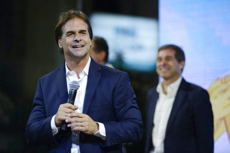 Luis Lacalle Pou, candidato presidencial opositor y presunto ganador de las elecciones en Uruguay. Foto: Santiago Mazzarovich / AP.