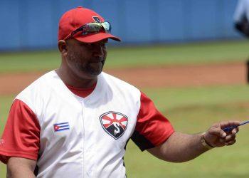 El mánager Eribero Rosales ha devuelto a Santiago de Cuba a los planes estelares del béisbol cubano. Foto: Miguel Rubiera / ACN.