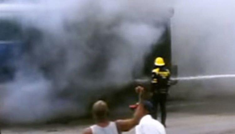 Fuerte explosión en un taller automotriz en la ciudad de Bayamo, en el oriente de Cuba, el 21 de noviembre de 2019. Foto: La Demajagua