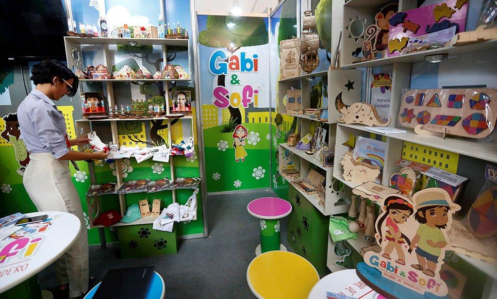 Stand de la cooperativa no agropecuaria Decorarte y su marca Gabi & Sofi en la 37 Feria Internacional de La Habana Fihav 2019. Foto: Ernesto Mastrascusa / EFE.