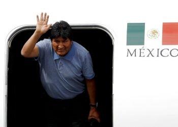 Evo Morales a su llegada a México, que le otorgó asilo luego de su renuncia como presidente de Bolivia. Foto: Eduardo Verdugo / AP / Archivo.