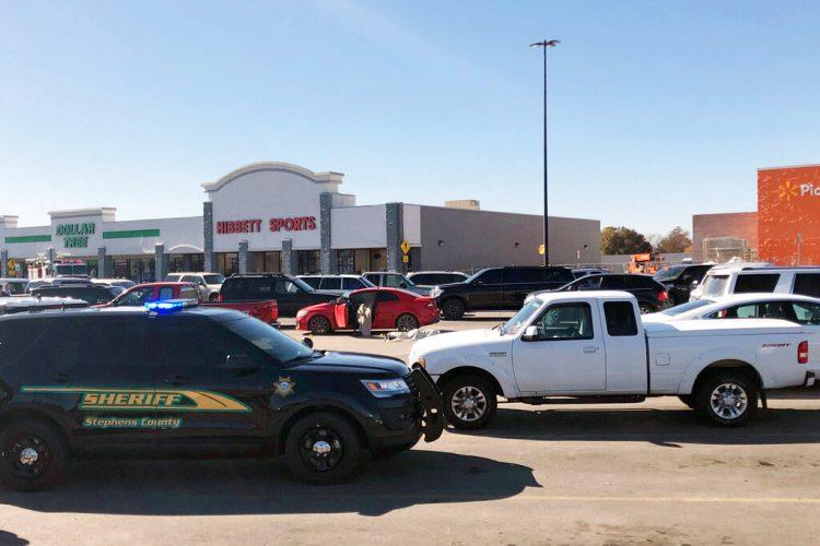 Foto de la tienda Walmart en Duncan, Oklahoma donde hubo un tiroteo el 25 de septiembre del 2019. Foto: Sean Murphy/AP