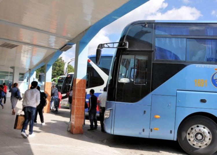 Ómnibus del transporte interprovincial en Cuba. Foto: periodico26.cu / Archivo.